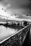 Cadenas de l'amour sur un pont de Salzbourg Photographie stock