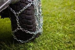Cadenas de neumático de coche foto de archivo
