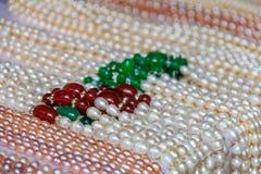 Cadenas de perlas en el mercado en la isla de Gulangyu en China Foto de archivo libre de regalías