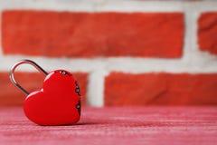 Cadenas en forme de coeur Photographie stock