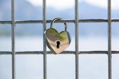 Cadenas en forme de coeur d'amour Images stock