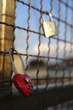 Cadenas en forme de coeur rouges d'amour Photos libres de droits