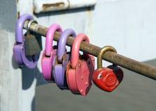 Cadenas laissés sur le pont photo libre de droits