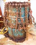 Cadenas oxidadas en un barril Fotos de archivo