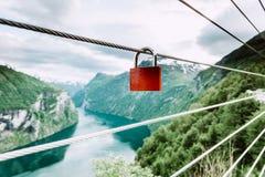 Cadenas rouge et Geirangerfjord de point de vue Norvège de Flydasjuvet Image libre de droits