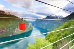 Cadenas rouge et Geirangerfjord de point de vue Norvège de Flydasjuvet Images stock