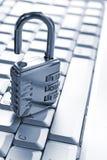 Cadenas sur le clavier d'ordinateur images stock