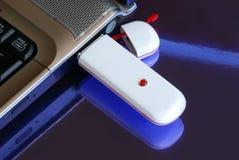 Caderno com chave do Usb 3G do modem Imagem de Stock