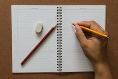 Caderno, com equipamento dos artigos de papelaria imagem de stock royalty free