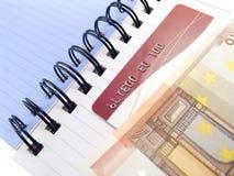 Caderno com euro e um cartão de crédito Foto de Stock Royalty Free