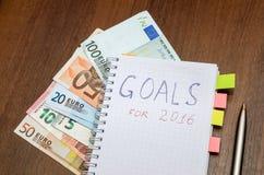 Caderno com objetivos do texto do ano 2016 com euro Foto de Stock