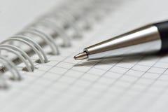 Caderno com pena Fotografia de Stock Royalty Free