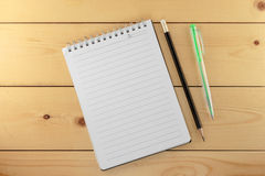 Caderno com pena e lápis Imagem de Stock Royalty Free