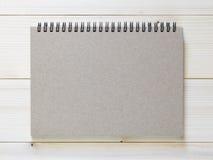 Caderno de papel no fundo de madeira Foto de Stock Royalty Free