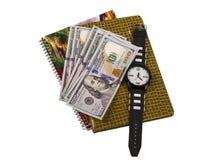 Caderno, dinheiro, relógios em um fundo branco Foto de Stock Royalty Free