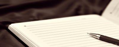 Caderno e encabeçamento da bandeira da pena Imagem de Stock Royalty Free