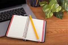 Caderno e laptop vazios Fotos de Stock