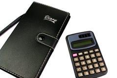 Caderno e pena da calculadora no fundo branco Fotos de Stock