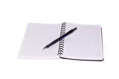 Caderno e pena isolados em um fundo branco. Imagem de Stock