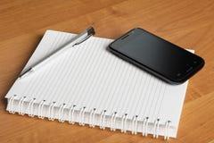 Caderno e smartphone2 fotos de stock royalty free