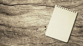 Caderno em uma tabela de madeira Fotografia de Stock Royalty Free