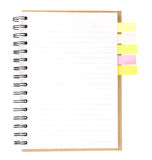 Caderno espiral aberto no branco com papel de nota colorido Imagens de Stock Royalty Free