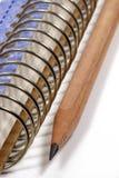 Caderno espiral e lápis fotografia de stock royalty free
