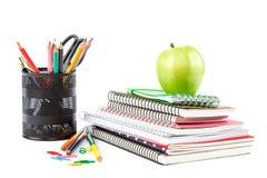 Caderno, pena e vidros à moda da pilha Suppli do escritório ou da escola Imagens de Stock Royalty Free