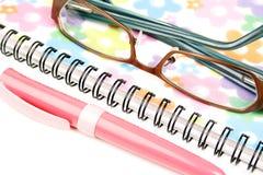 Caderno, pena e vidros Imagem de Stock Royalty Free
