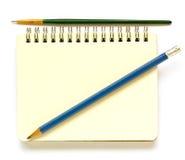 Caderno, pincel, lápis. Fotografia de Stock
