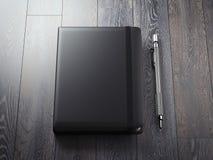 Caderno preto aberto com pena de prata rendição 3d ilustração stock