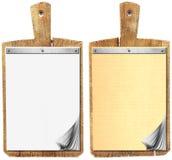 Caderno vazio na placa de corte de madeira velha Imagem de Stock