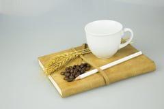 Caderno velho com lápis e xícara de café Imagem de Stock Royalty Free