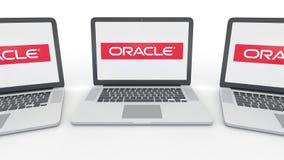 Cadernos com logotipo de Oracle Corporation na tela Rendição conceptual do editorial 3D da informática  ilustração stock