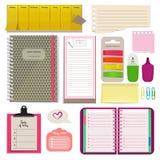 Cadernos diferentes, notas, agendas diárias e papéis para o organizador Almofada do planejador ilustração stock