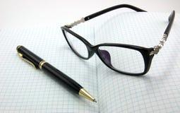 Cadernos, penas, vidros Imagens de Stock Royalty Free