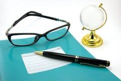 Cadernos, penas, vidros Imagens de Stock