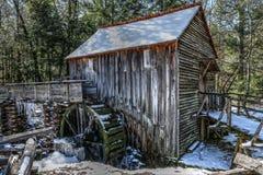 Cades-Bucht-Mahlgut-Mühle im Winter lizenzfreie stockfotos
