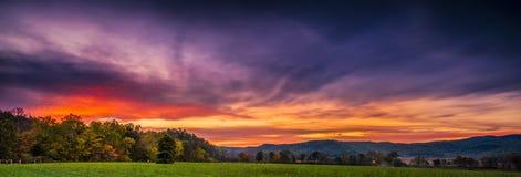 Cades liten vik på solnedgången Arkivbilder