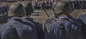 Cadete militares alinhados no quadrado Fotografia de Stock Royalty Free