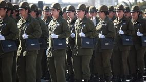 Cadetes de la policía de las mujeres en un desfile