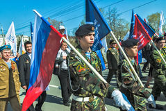 Cadetes del club patriótico que marchan en desfile Fotos de archivo