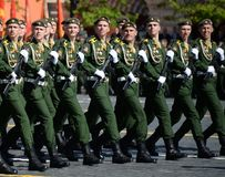Cadets de l'académie militaire de la défense de rayonnement, chimique et biologique au défilé consacré à Victory Day photographie stock libre de droits