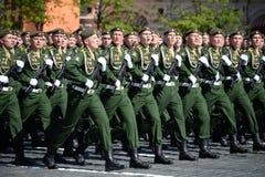 Cadets de l'académie militaire de la défense de rayonnement, chimique et biologique au défilé consacré à Victory Day photos libres de droits