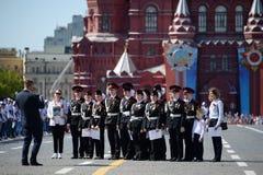 Cadets de Moscou sur la place rouge du capital pendant la célébration de Victory Day Photographie stock libre de droits