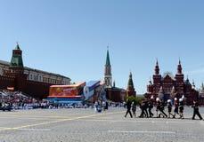 Cadets de Moscou sur la place rouge du capital pendant la célébration de Victory Day Photos stock