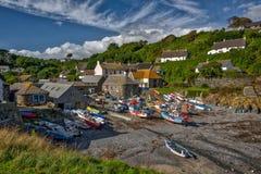 Cadgwith小海湾,康沃尔郡,英国 免版税图库摄影