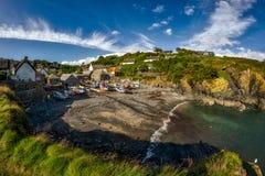 Cadgwith-Bucht, Cornwall Lizenzfreie Stockfotos