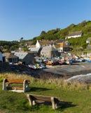 Cadgwith Cornwall Engeland het UK op het Hagedisschiereiland tussen de Hagedis en Coverack Stock Foto