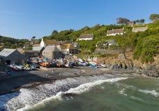 Cadgwith Cornwall England UK på ödlahalvön mellan ödlan och Coveracken Royaltyfria Foton